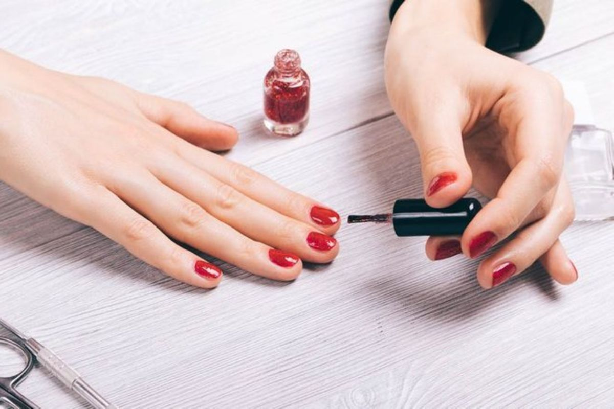 10 CHEMICALS TO AVOID IN NAIL POLISHES