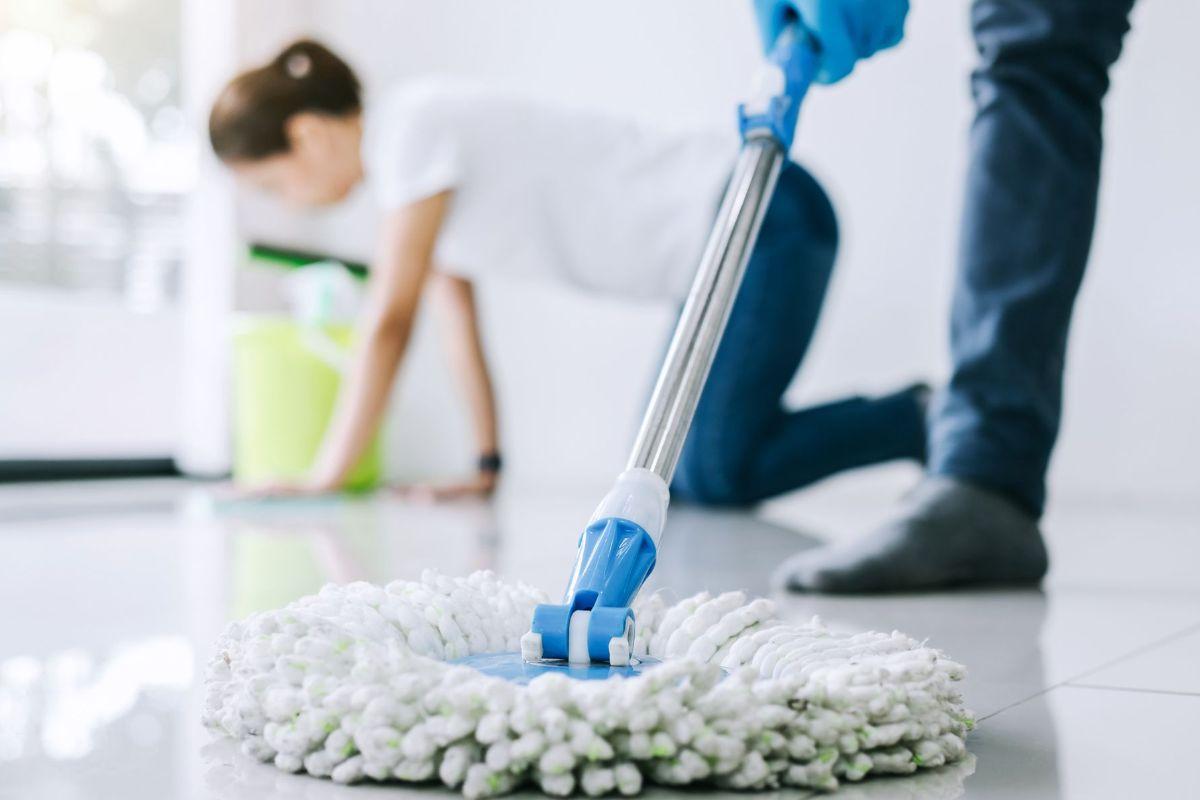 5 Easy Floor Cleaning Hacks for Summer